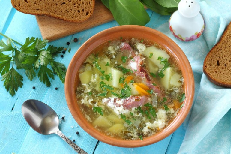 Зеленый суп со щавелем и яйцом