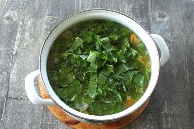 добавление зелени в блюдо