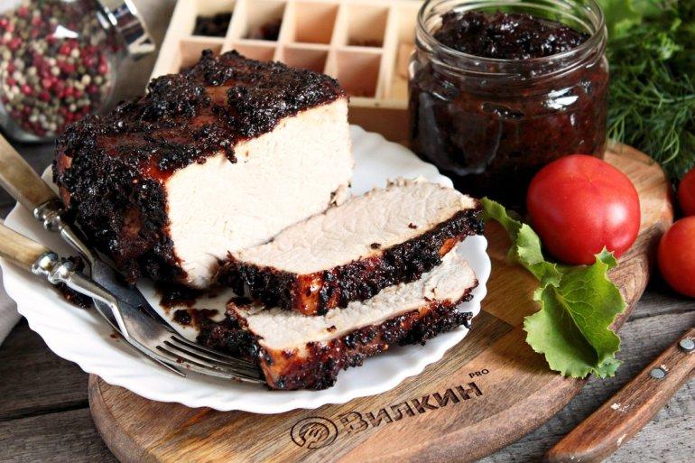 Запеченная свинина с черносливом