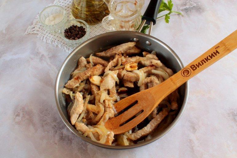 добавление соевого соуса