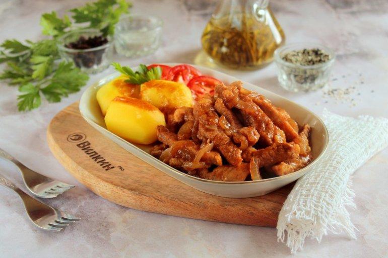 мясо с луком и картошкой