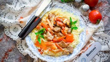 порция макарон с ароматной свининой