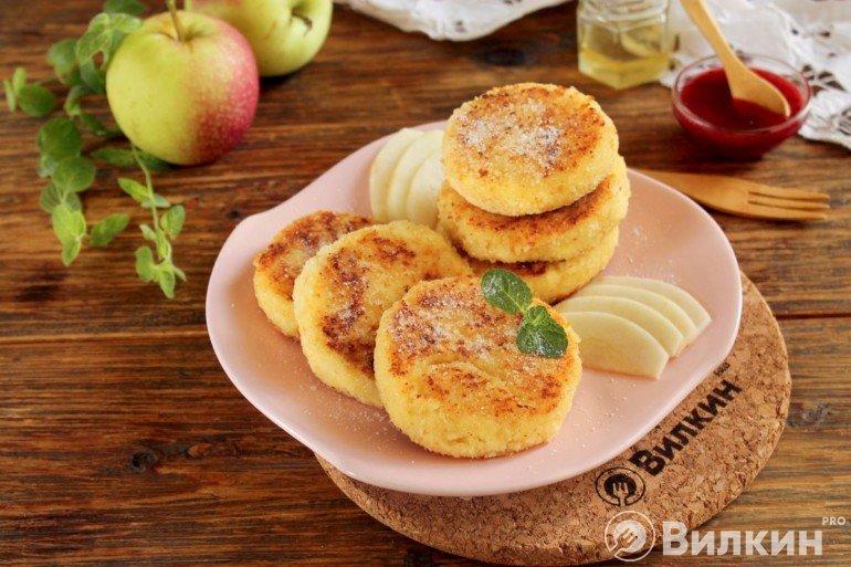 яблочные творожники на завтрак