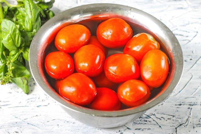 томаты в воде