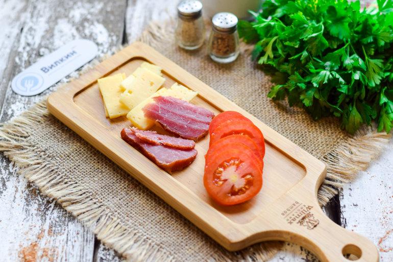 помидоры, сыр, грудинка