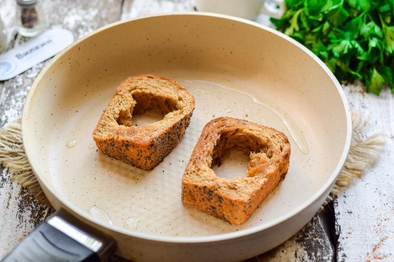 обжарка хлебных кусочков
