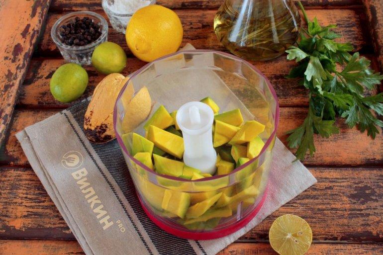 авокадо в чаше