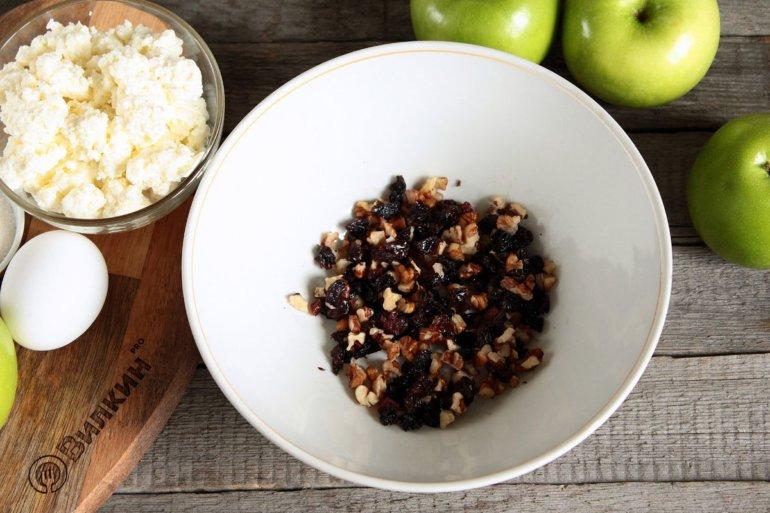 дробленые орехи с изюмом