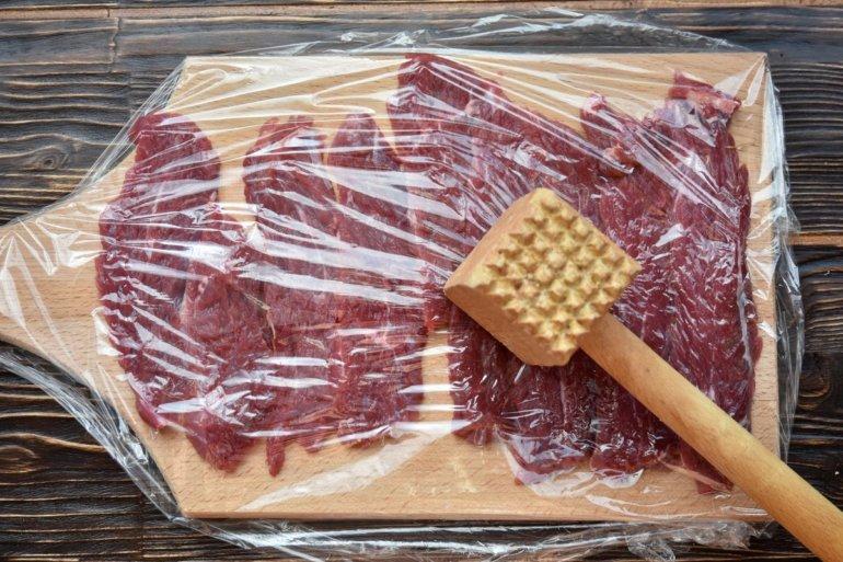 отбивание мясных кусочков