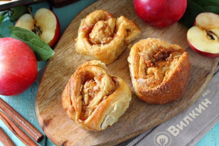 сдобные булочки с яблочно-корицевой начинкой