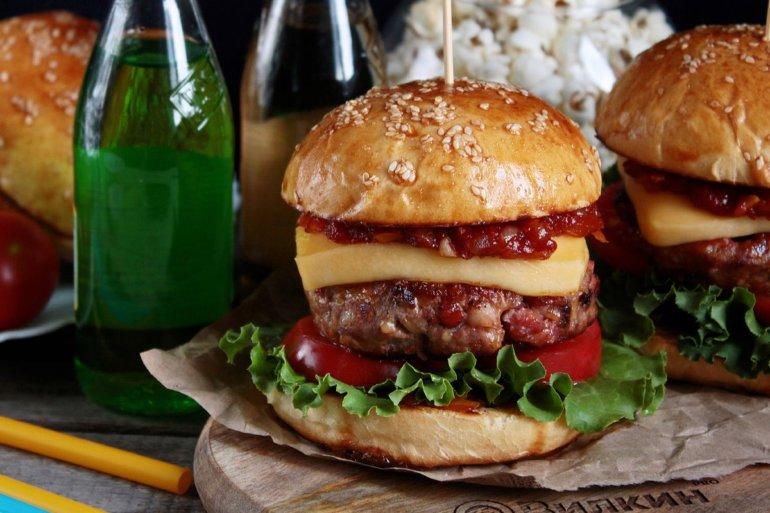 домашние бургеры с сочной котлетой и сыром