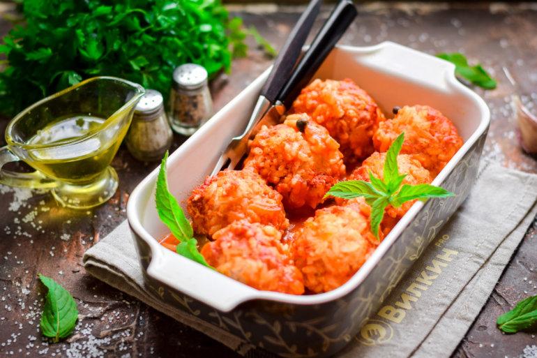 Фрикадельки в томатном соусе в духовке
