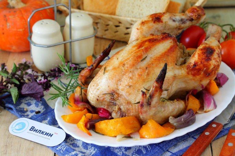 запеченная целиком курица с тыквой