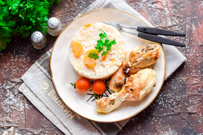 рис с куриными ножками и помидорами черри