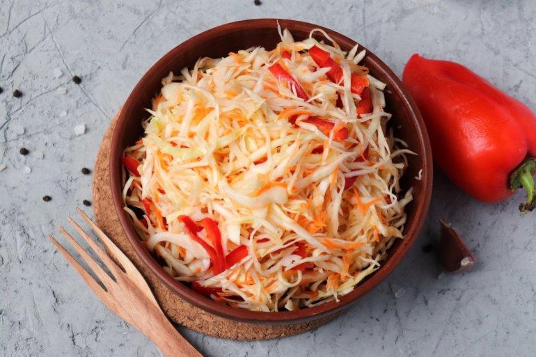 капустный салат с красным перцем