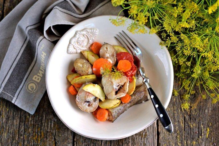 Минтай с овощами в фольге в духовке