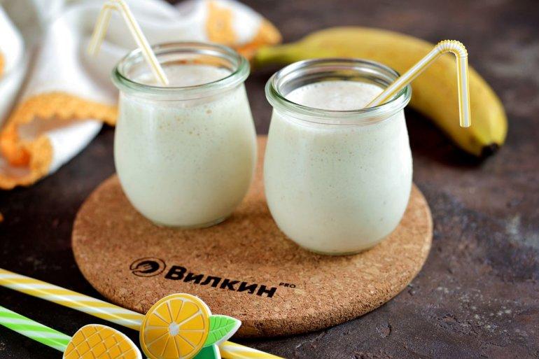 готовый напиток из мороженого и банана