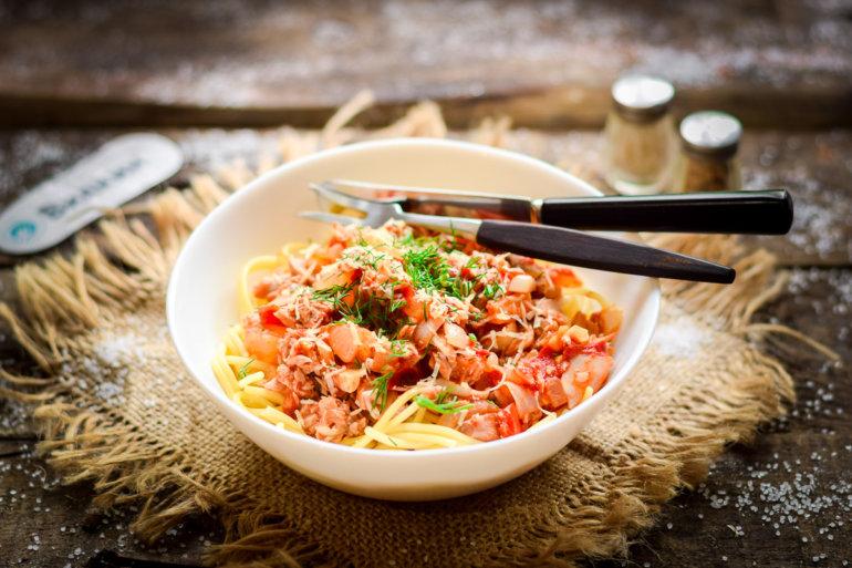 паста с тунцом и помидорами