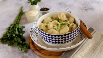 пельмени с картошкой, луком и копченой куриной грудкой