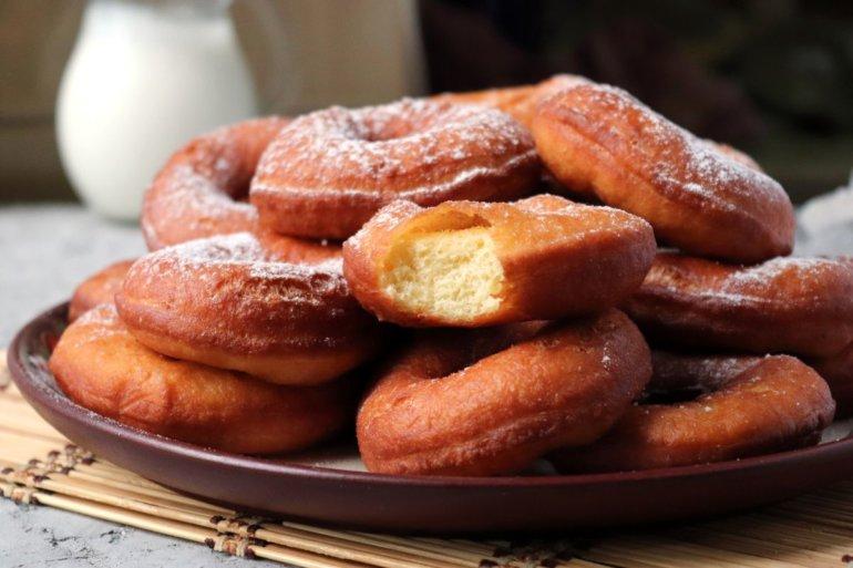 пончики из теста на дрожжах и молоке