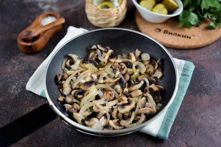 обжарка грибов с луком