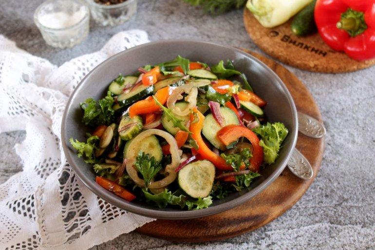 Салат из огурцов и болгарского перца