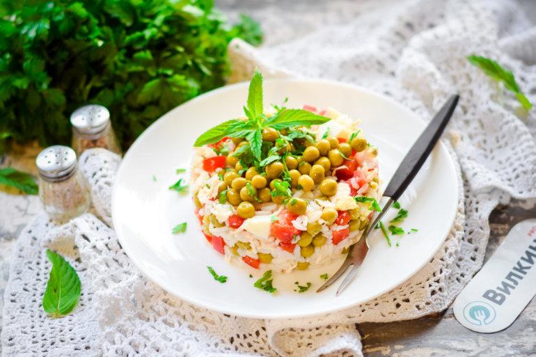 Салат с консервированным зеленым горошком