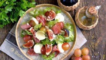 салат с виноградом, инжиром и моцареллой