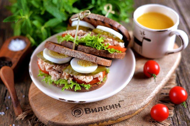 Сэндвичи с консервированным тунцом и яйцом