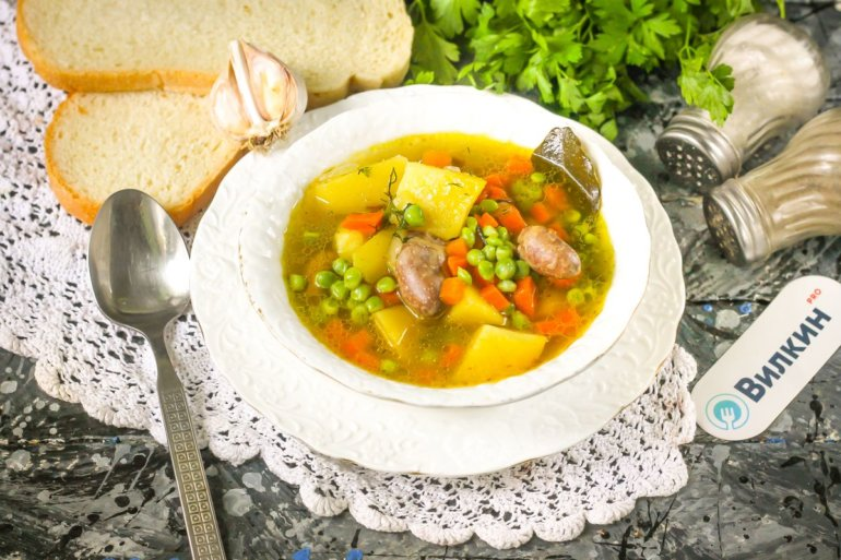 Куриный суп с консервированным зеленым горошком