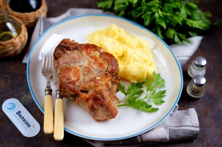 Свинина, запеченная в духовке в рукаве куском
