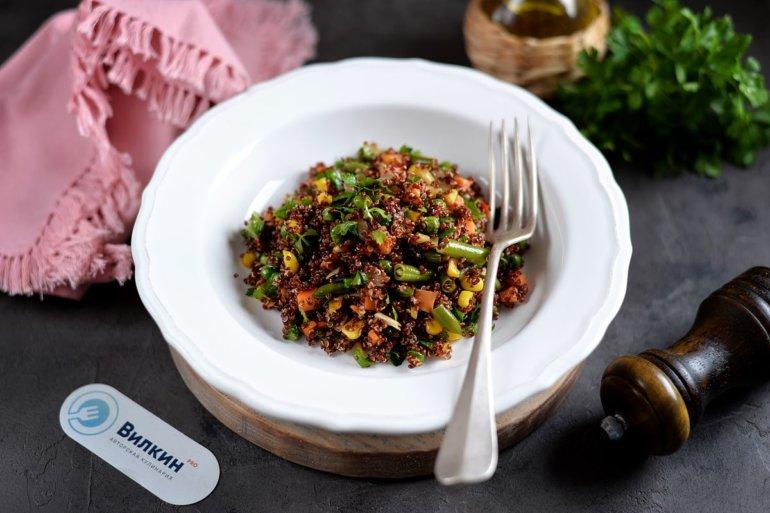 Теплый салат с овощами и киноа