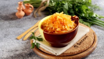 тушеная капуста с морковью и луком