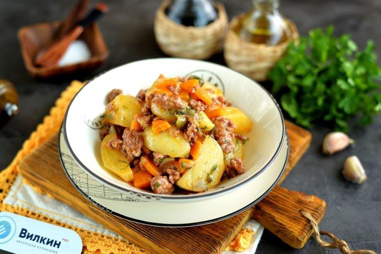 Тушеная картошка с фаршем