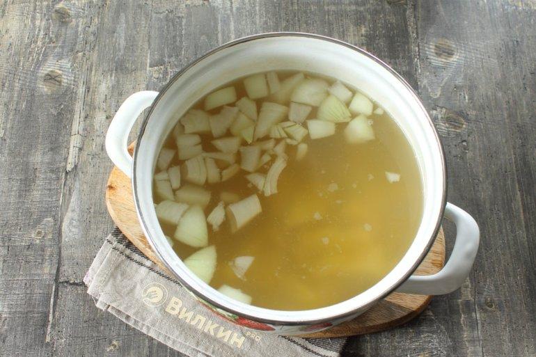 закладка картофеля и лука