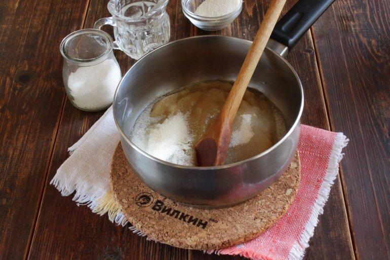добавление сахара и манки
