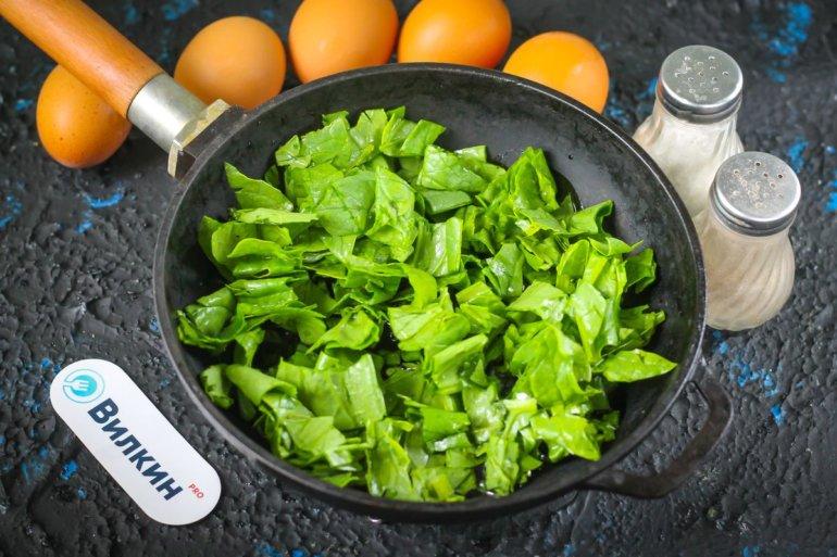 шпинат на сковороде