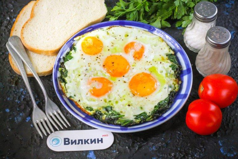 полезный завтрак из яиц и шпината