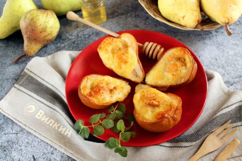Запеченные груши с медом и сыром в духовке