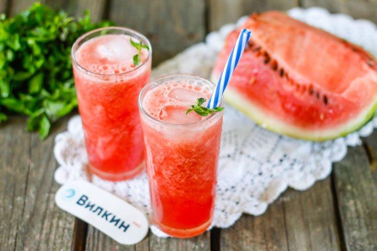 освежающий коктейль из арбуза