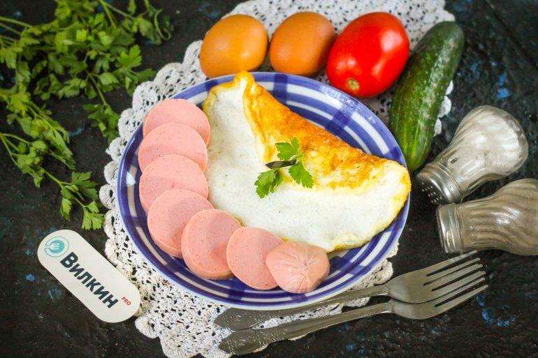 Белковый омлет на сковороде