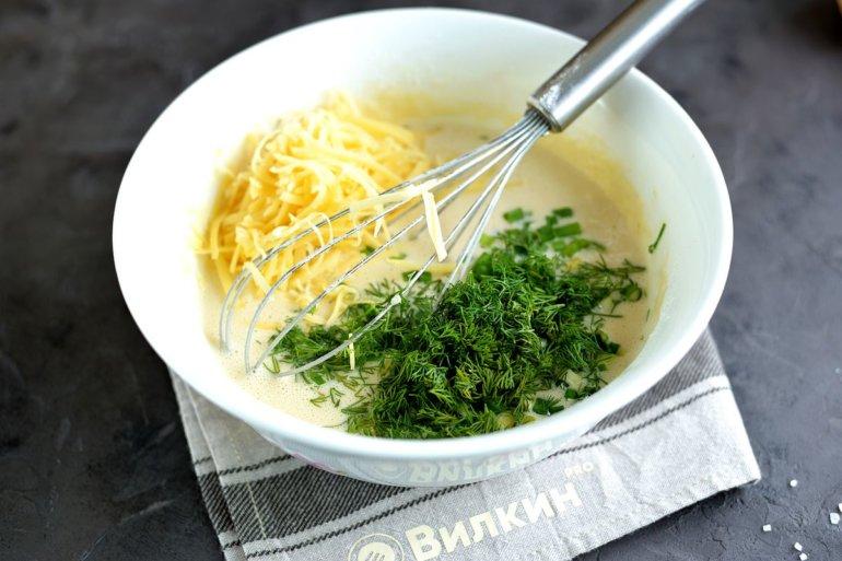 добавление сыра и зелени