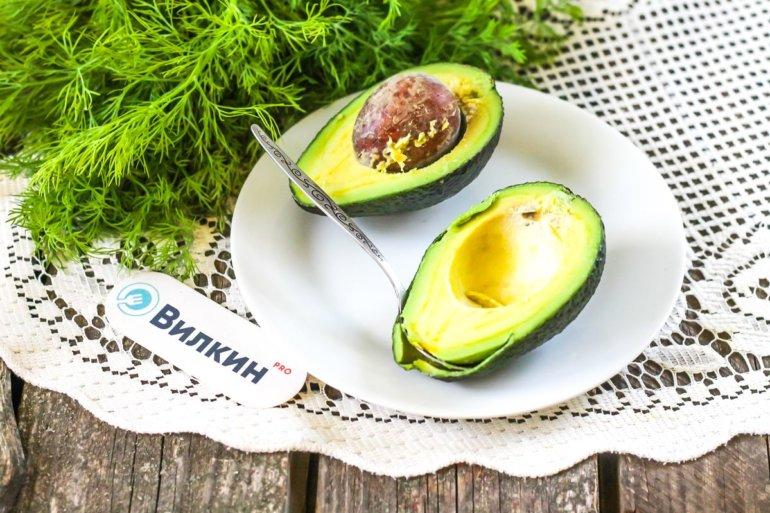 удаление косточки у авокадо