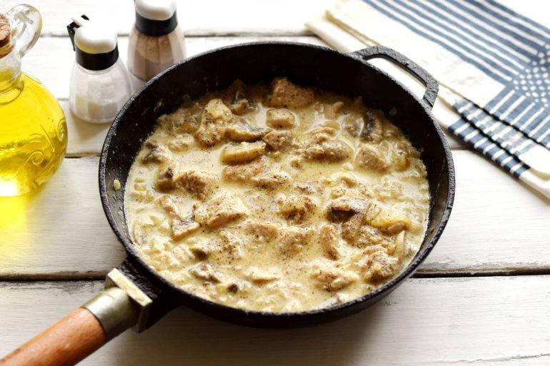 сливочный соус с грибами и куриным филе