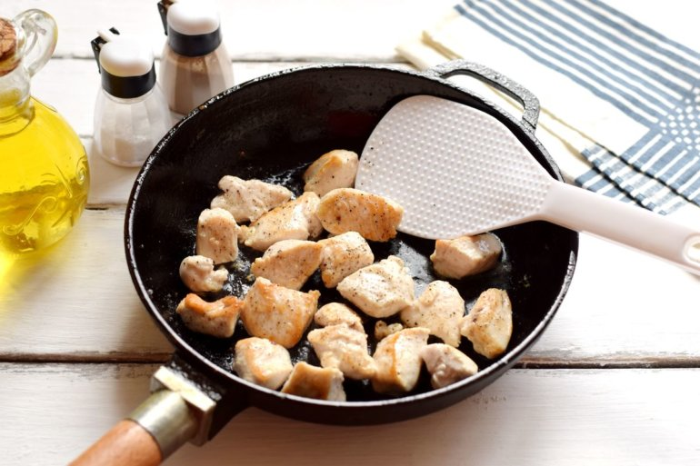 обжарка мяса на сковороде