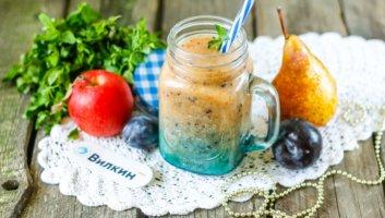 фруктовый коктейль в блендере