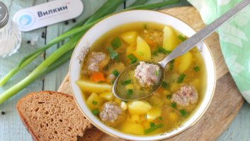 гороховый суп с фрикадельками