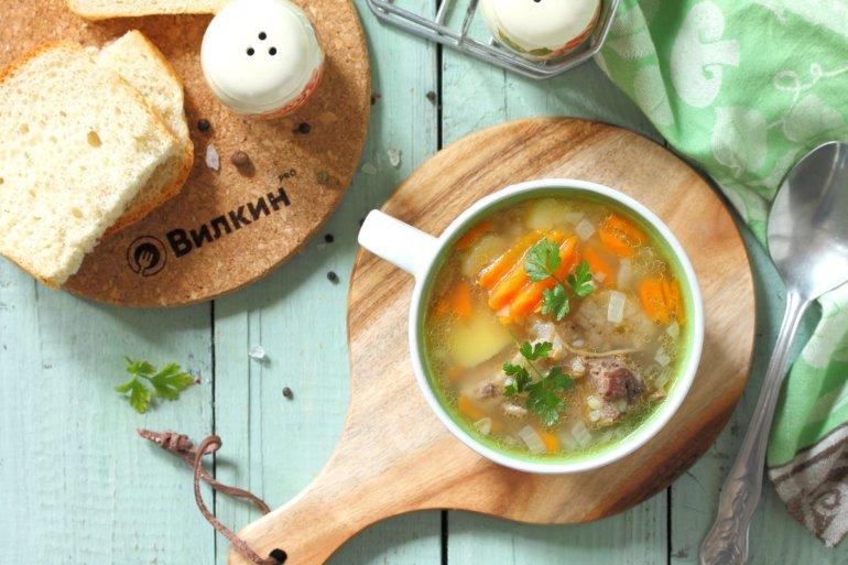 порция супа с гречкой и мясом