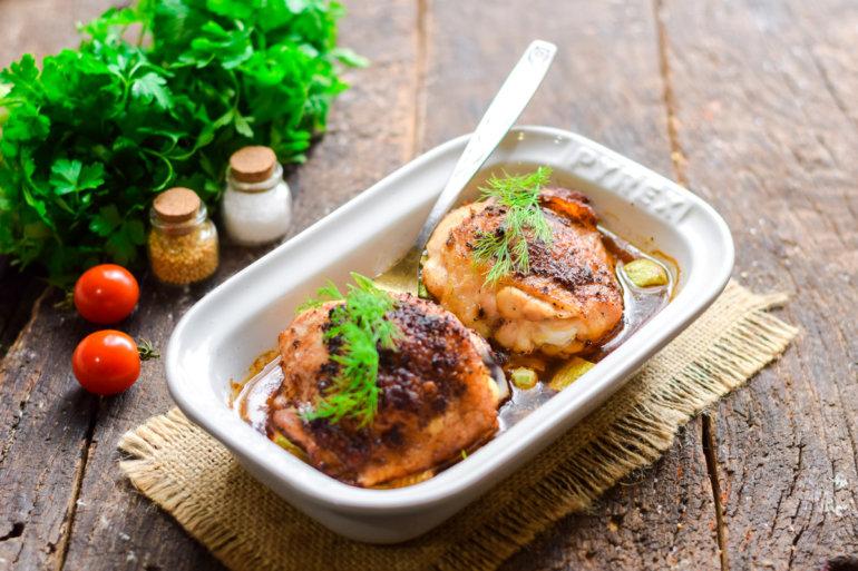 запеченные куриные бедрышки с кабачками