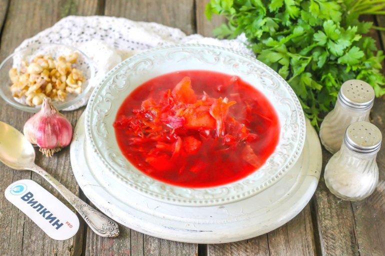 порция красного борща без мяса